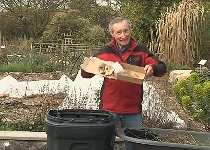 Food scraps and yard waste composting at the curb