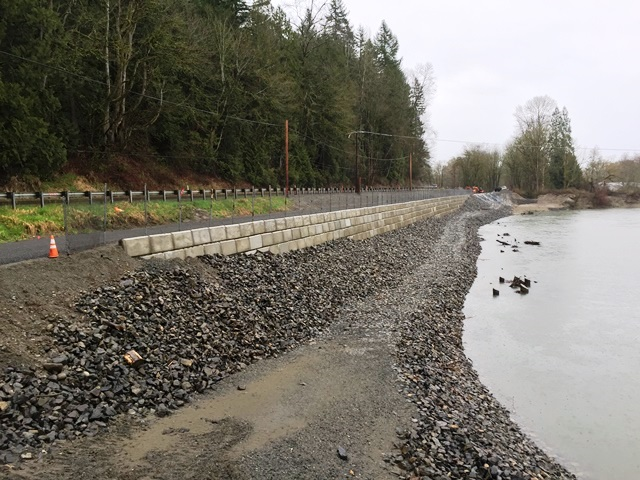 River Bank Repair : Sinnema quaale upper revetment analysis and repair project