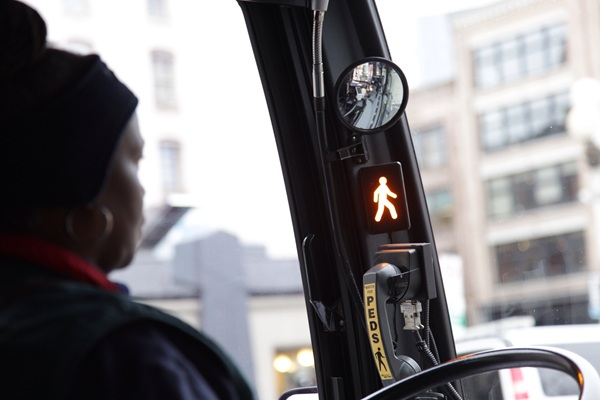 photo: system shows bus driver a 'walk' sign